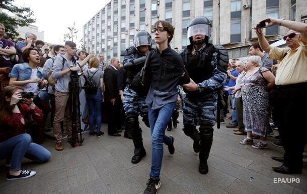 Протести в Росії: школяра ззарештували на два місяці