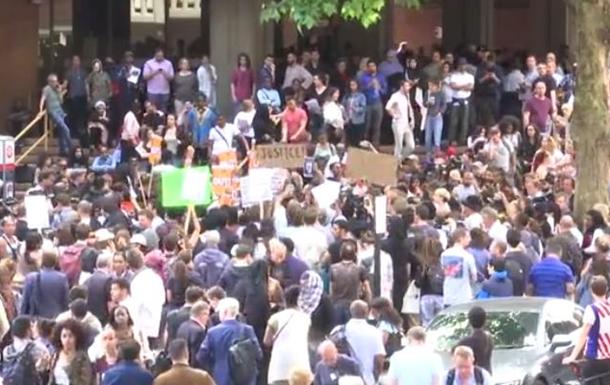 У Лондоні родичі погорільців влаштували акцію протесту