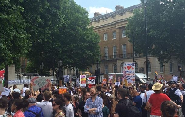 У Лондоні протестують проти Терези Мей