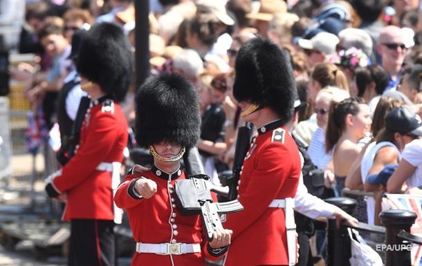На параде в Лондоне пять гвардейцев упали в обморок