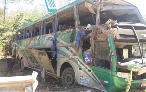 В Бразилии перевернулся автобус с туристами: 10 погибших