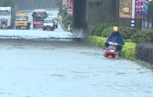 У Китаї від повені постраждали понад 220 тисяч осіб