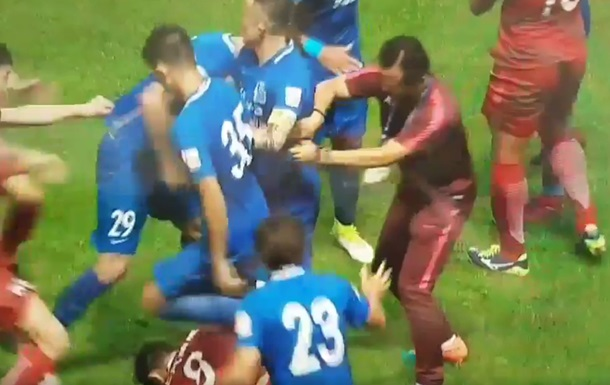 В Китае во время матча на поле произошла драка