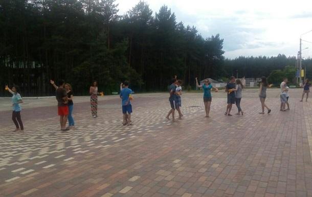 Известный хореограф научил детей-сирот танцевать