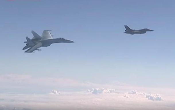F-16 сблизился с самолетом Шойгу: появилось видео