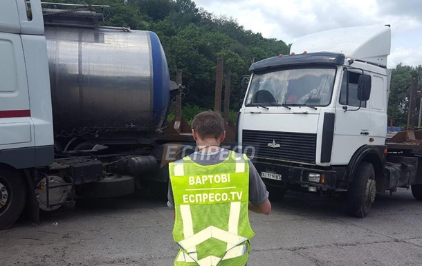 На Столичному шосе в Києві через ДТП багатокілометрова пробка