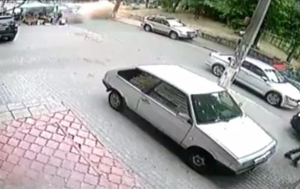 У Мережу виклали відео вибуху джипа в Києві