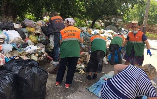 Из Львова вывезли 270 тонн мусора