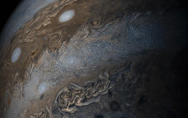 NASA сделала снимок  нити жемчужин  на Юпитере