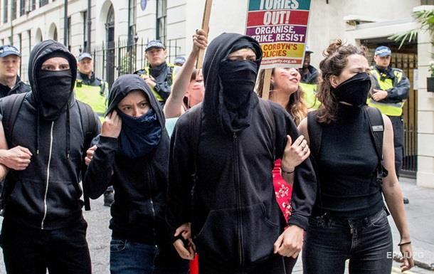 Протести в Лондоні: шестеро поліцейських поранені