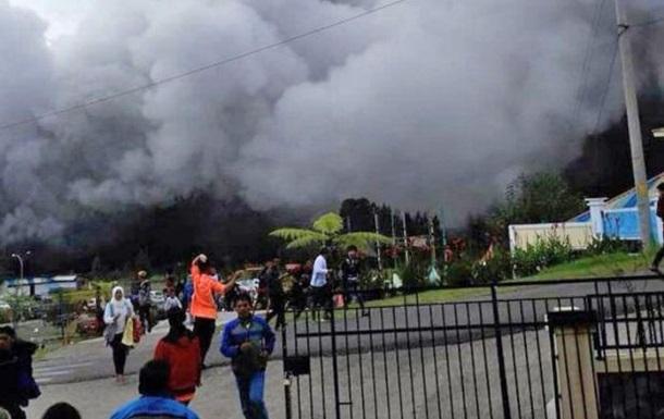 В Індонезії біля вулкана розбився вертоліт