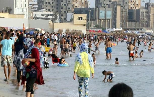 В Триполи ракета упала на пляж, есть погибшие