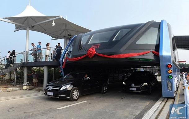 В Китае проект  автобуса над дорогой  признан аферой