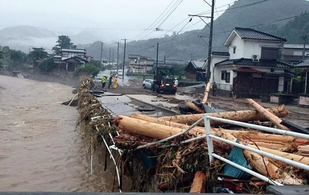 При наводнении в Японии без вести пропали 15 человек