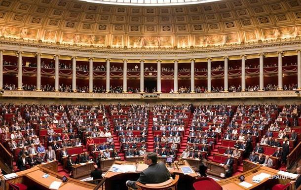У Франції продовжили надзвичайний стан