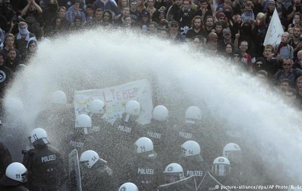 Більше 100 поліцейських постраждали під час протестів у Гамбурзі