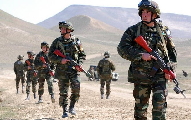 Азербайджан заявил об ударе по армянским позициям в Карабахе