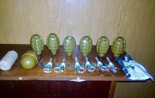 У військовослужбовця вилучили сім гранат у Маріуполі