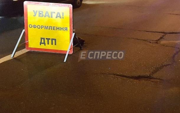 В центре Киева Mercedes сбил патрульного