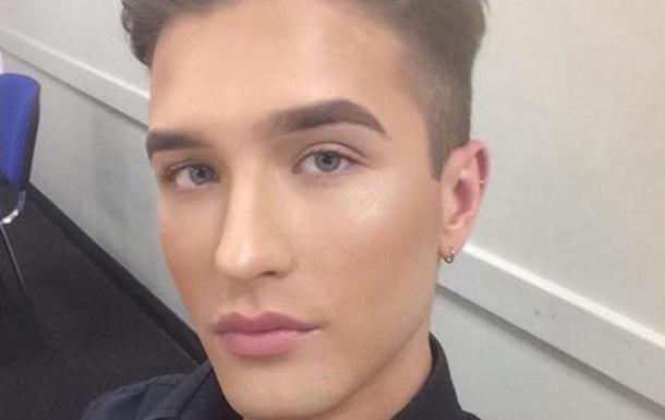 Британец получил выговор за макияж на рабочем месте
