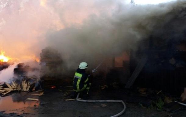 Пожар на складе древесины под Киевом потушили