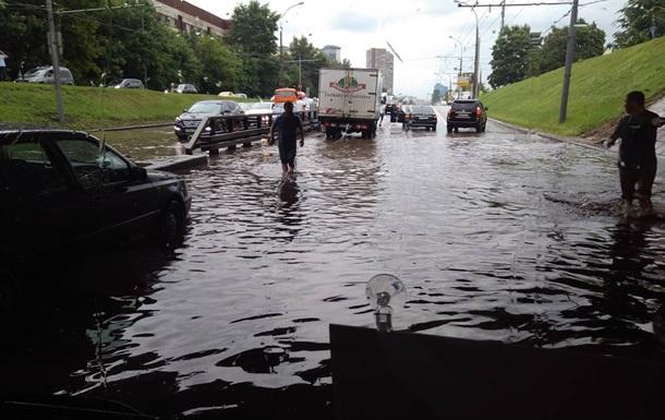Центр Москвы затопило после ливня