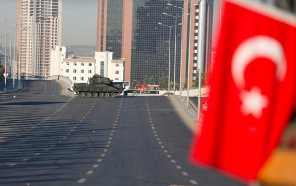 У Туреччині звільнили понад сім тисяч силовиків і держслужбовців