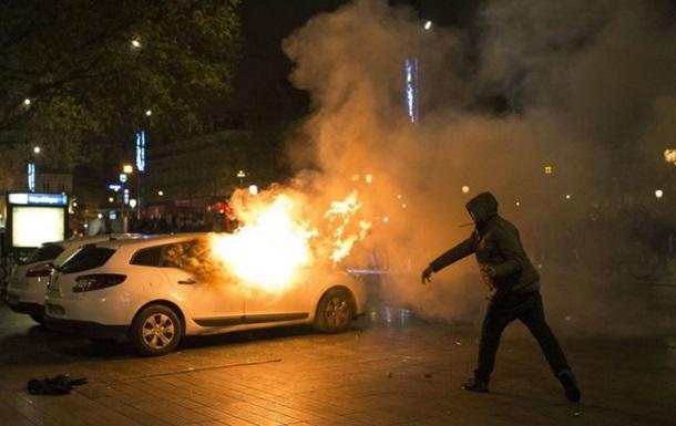 В День взятия Бастилии во Франции сожгли почти 900 автомобилей