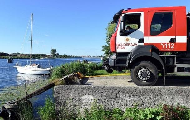 В Риге при пожаре на яхте пострадали 12 человек