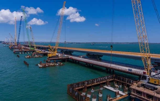 Автомобильная часть Крымского моста готова на 75% − Минтранс РФ