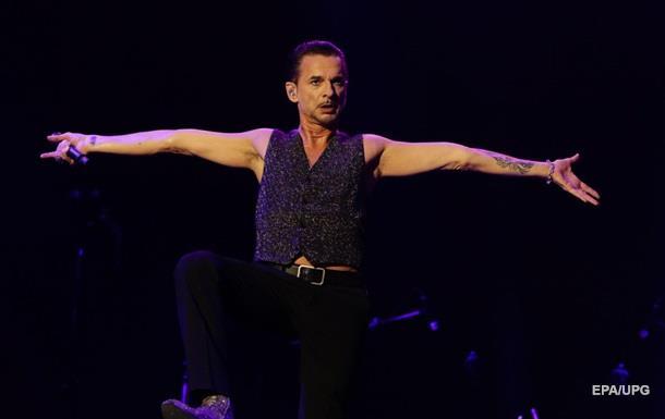 Соліста Depeche Mode виписали з лікарні