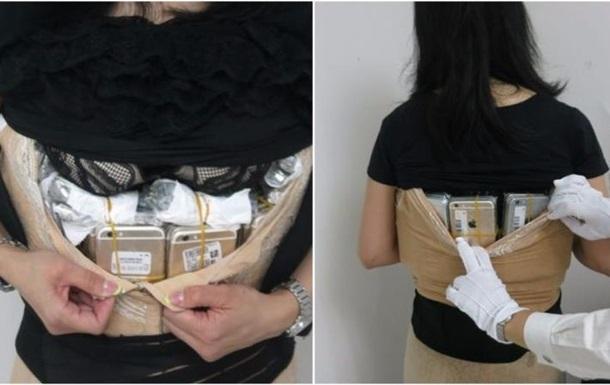 Контрабандистка спрятала сто iPhone под одеждой