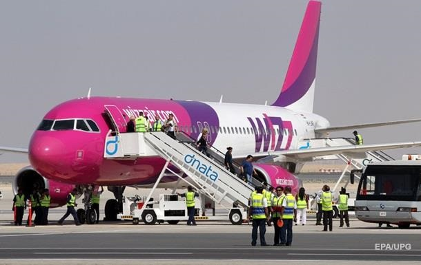 Пассажир Wizz Air пытался открыть дверь в полете