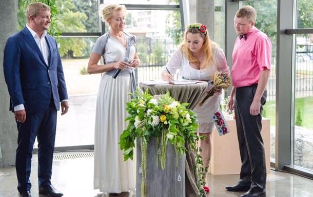 В Украине брак за сутки заключили более 12 тысяч пар