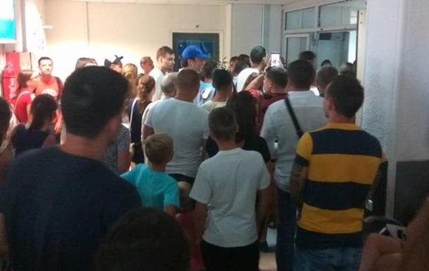 Украинские туристы больше суток не могли вылететь из Греции