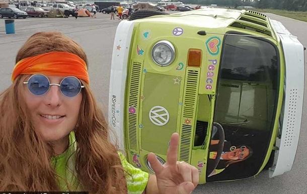 Энтузиаст создал гоночный фургон, ездящий на боку