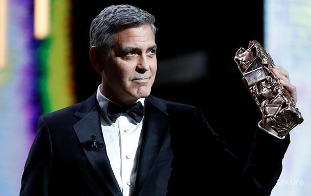 Лицо Клуни назвали самым красивым среди звезд