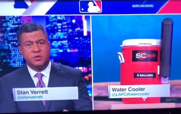 У США журналіст взяв інтерв ю в кулера з водою