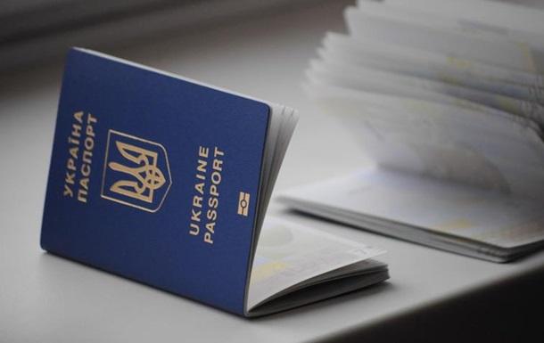 Очереди за паспортами – безвиз, жара, июль