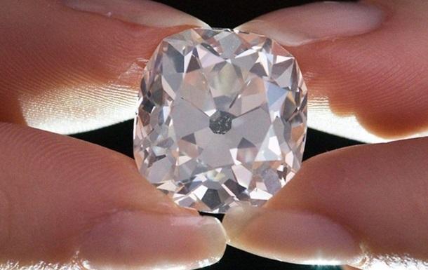 В Гонконге мужчина пытался ограбить ювелирный, проглотив бриллианты