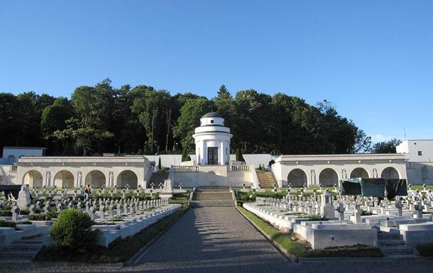 Польща випустить паспорти із зображенням Меморіалу орлят у Львові
