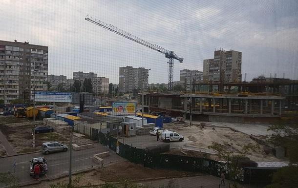 На стройке ТРЦ у станции Героев Днепра в Киеве погиб строитель