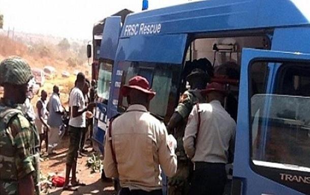 В Нигерии автобус врезался в грузовик: 18 жертв