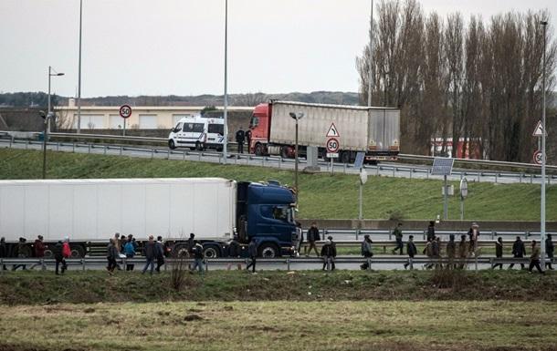 Во Франции в грузовике-рефрижераторе нашли 26 мигрантов