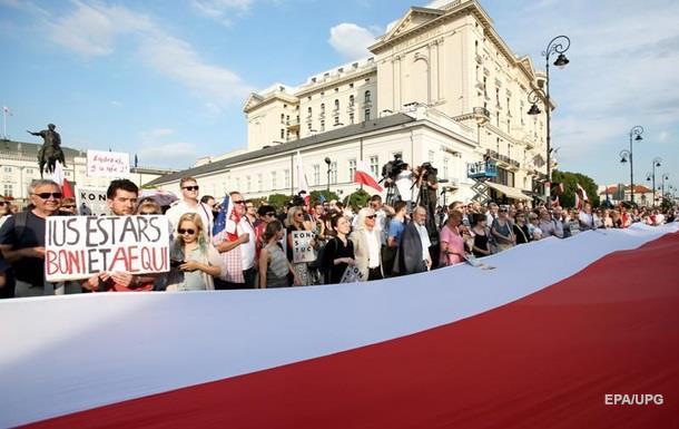 В Польше ветировали вызвавшие протесты законы