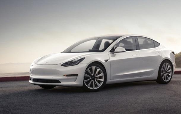 У Tesla Model 3  секретна  камера стежитиме за водієм