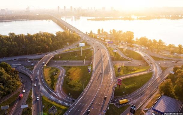 У Києві частково обмежать рух мостом Патона