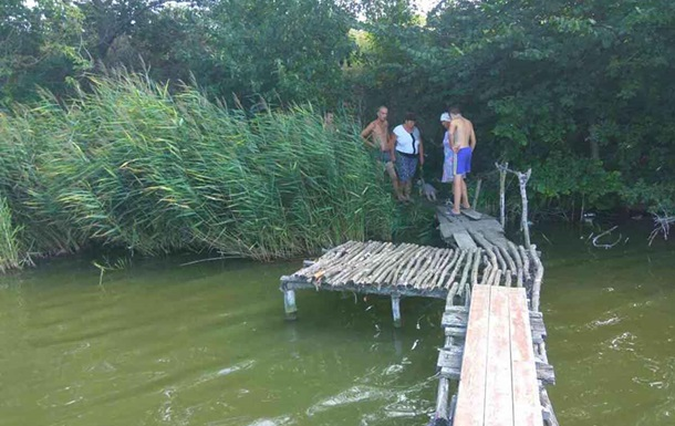 Под Харьковом в пруду утонула полуторагодовалая девочка