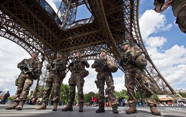 Мужчина с ножом возле Эйфелевой башни планировал теракт