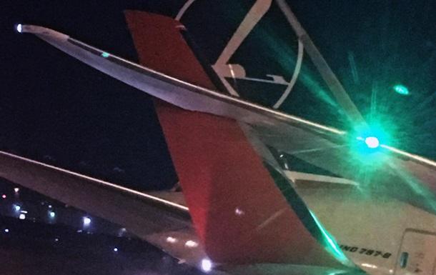 В аэропорту Торонто столкнулись два пассажирских самолета